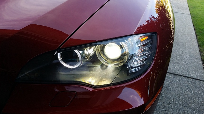 How to Swap Xenon D1S Headlight Bulb on 2009 BMW E7